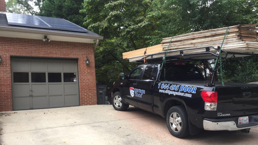 495garagedoor-repair-old-overhead-garage-door